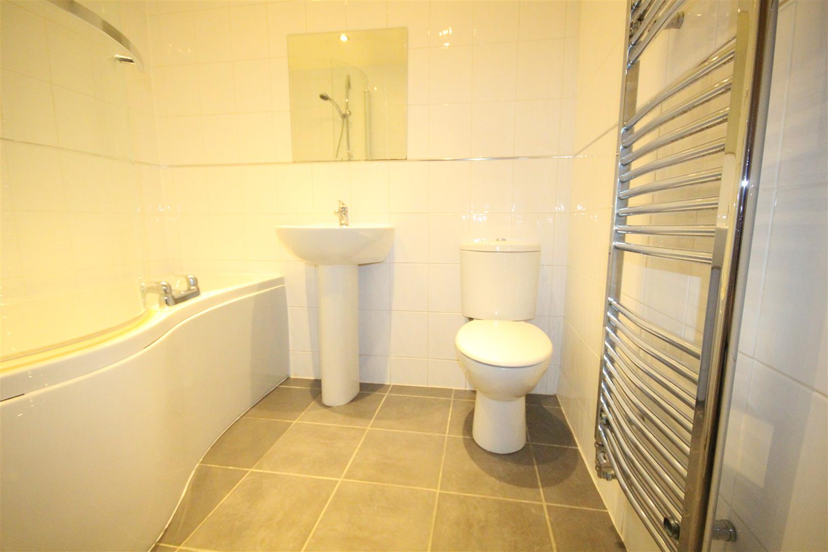 2 bedroom apartment For Sale in Colne - IMG_3463.jpg